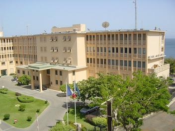 http://www.ambafrance-sn.org/IMG/jpg/L_Ambassade_de_France_au_Senegal.jpg?2367/b90c076a0a3d965e43125f2063025fe9177be228